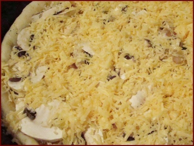 Грибная пицца-пирог.
