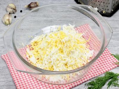 Сырная закуска с чесноком