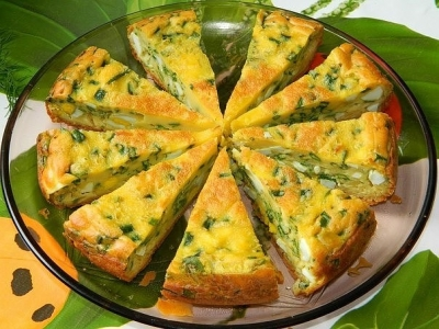 Заливной пирог с яйцами и зеленым луком