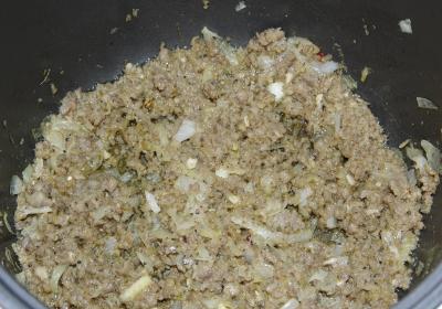 Печеные мешочки из теста с мясом и луком 3