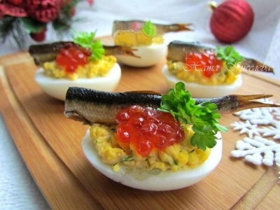 Фаршированные яйца со шпротами и красной икрой 3