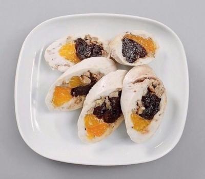 Паровой куриный рулет с мандаринами и черносливом 5