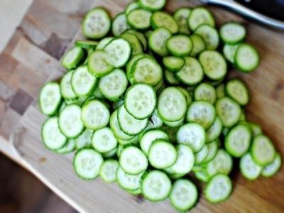 Огуречный салат с соусом 1